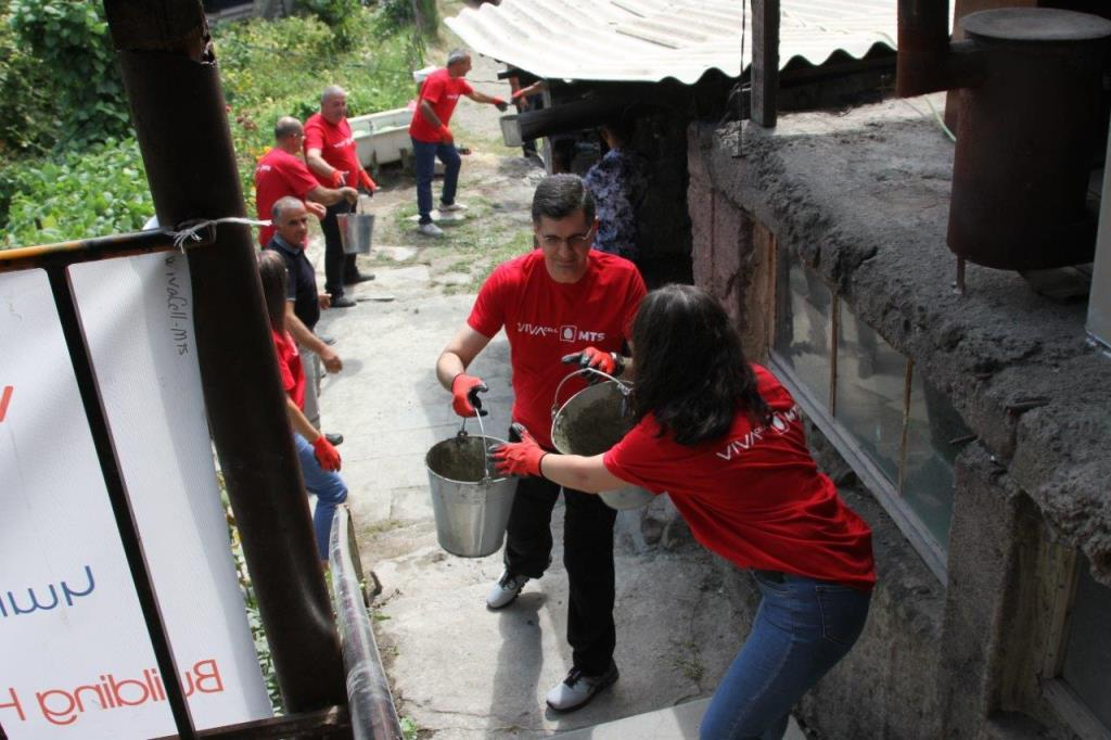 Vivacell-MTS: Volunteering to provide people with a safe roof
