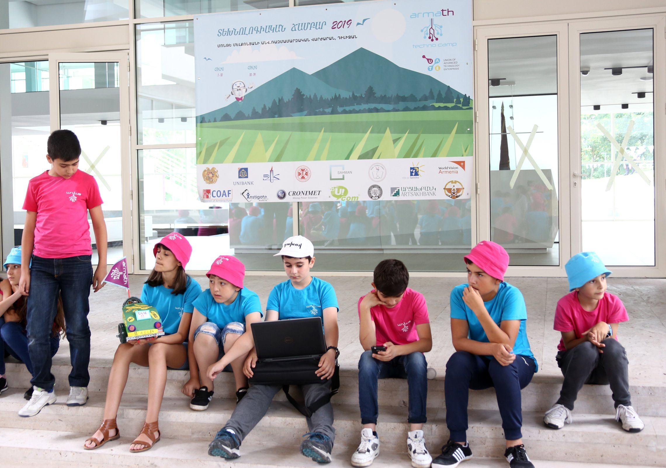 Ucom. Դիլիջանում ամփոփվեցին «Արմաթ» ամառային տեխնոճամբարի առաջին հոսքի արդյունքները
