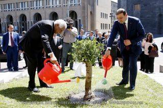Տարոն Մարգարյանն ու Ամմանի քաղաքապետը մայրաքաղաքում ձիթենի են տնկել