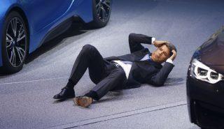 BMW-ի ղեկավարն ուշագնաց է եղել նոր մեքենաների ներկայացման ժամանակ
