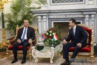 Վարչապետ Հովիկ Աբրահամյանը հանդիպել է Տաջիկստանի վարչապետի հետ