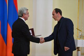 Սերժ Սարգսյանը հանձնել է մերօրյա հերոսներին հետմահու շնորհված պետական բարձրագույն պարգեվները