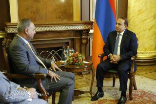 Վարչապետը հրաժեշտի հանդիպում է ունեցել Հայաստանում Քուվեյթի արտակարգ և լիազոր դեսպանի հետ