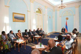 Սերժ Սարգսյանն ընդունել է ՄԱԿ-ի Պարենի համաշխարհային ծրագրի գործադիր տնօրեն Էրթարին Քազընին և Երևանյան ֆորումի մասնակիցներին