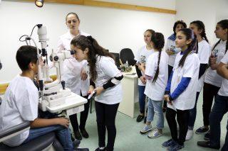 Ucom. Սպիտակի և Իջևանի մի քանի դպրոցների աշակերտներ այցելել են Հայկական ակնաբուժության նախագծի հիմնած մարզային ակնաբուժական կենտրոններ