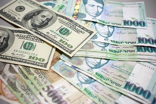 Մեկ տարում ԱՄՆ դոլարի նկատմամբ հայկական դրամի միջին հաշվարկային փոխարժեքը աճել է 8.5%-ով