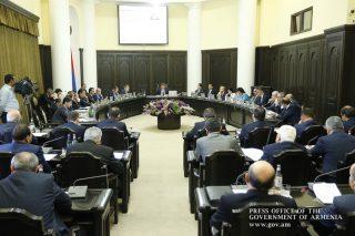 Վարդան Արամյանը կառավարության նիստում ներկայացրել է Բյուջե 2016-ի կատարման տարեկան հաշվետվությունը հաստատելու մասին օրինագիծը