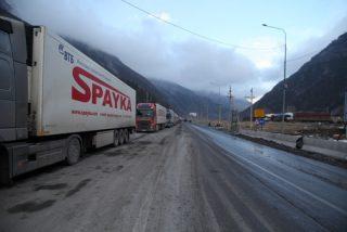 Լարսի ճանապարհը փակ է բեռնատարների համար. ռուսական կողմում կան կուտակումներ