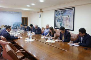 Սուրեն Կարայանը ԱՄՀ պատվիրակությանն է ներկայացրել Կառավարության տնտեսական առաջնահերթությունները
