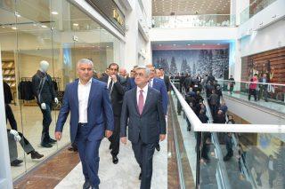 Սերժ Սարգսյանի և Սամվել Կարապետյանի մասնակցությամբ բացվել է ՌԻՈ առևտրի կենտրոնը. ներդրումների ծավալը կազմել է 40 մլն դոլար