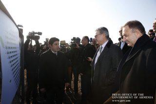 Արմավիրի մարզում վարչապետը մասնակցել է արևային էլեկտրակայանի բացմանը, ծանոթացել ինտենսիվ այգիների հիմնման ծրագրին