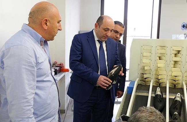Սուրեն Կարայանը շրջայց է կատարել հայկական կոշիկի արտադրությունում