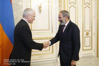 Հայաստանում ՄԱԿ-ի մշտական համակարգող Շոմբի Շարփին և Նիկոլ Փաշինյանը հանդիպել են