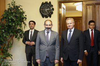 Նիկոլ Փաշինյանը Ռուսաստանի պետական տոնի առթիվ շնորհավորել է ՌԴ բարձրագույն ղեկավարությանը, այցելել նաև ՀՀ-ում ՌԴ դեսպանատուն
