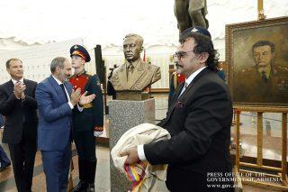 Նիկոլ Փաշինյանի մասնակցությամբ Մոսկվայում բացվել է մարշալ Համազասպ Բաբաջանյանի կիսանդրին