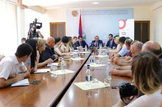 Հայաստանում զարգանում է տեքստիլ ոլորտը․ Արծվիկ Մինասյանն ընդունել է WRAP կազմակերպության նախագահ Ավեդիս Սեֆերյանին