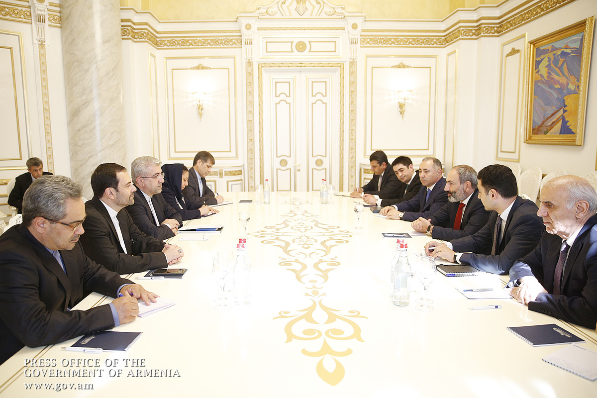 Նիկոլ Փաշինյանը Ռեզա Արդաքանիանի հետ քննարկել է հայ-իրանական տնտեսական կապերի ընդլայնմանը վերաբերող հարցեր