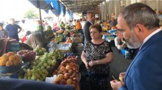 Նիկոլ Փաշինյանը՝ ԳՈՒՄ-ի շուկայում․ այս տարի շատ է թանկացել բանջարեղենը