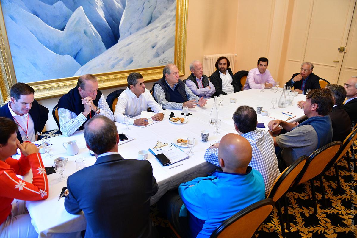 Արմեն Սարգսյանը Մտքերի գագաթնաժողովի շրջանակում հանդիպել է երկու տասնյակից ավելի ընկերությունների ղեկավարների հետ