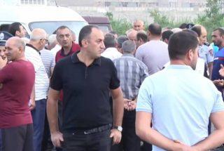 Խաղողագործները փակել են Արմավիր-Երևան ճանապարհը` խաղողի մթերման գների պատճառով