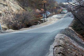 Գողթ-Գեղարդ հատվածում ճանապարհի վրա կախված վտանգավոր ժայռաբեկորը վնասազերծված է