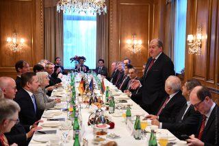 Արմեն Սարգսյանը հանդիպել է Հայաստանում գործունեություն ծավալող գերմանական մի շարք ընկերությունների ղեկավարների հետ