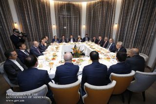 Նիկոլ Փաշինյանը հանդիպել է ՀՀ բանկերի ղեկավարների հետ