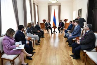 Նախագահ Սարգսյանն ընդունել է միջազգային կլոր սեղան-քննարկման կազմակերպիչներին ու մի խումբ մասնակիցների