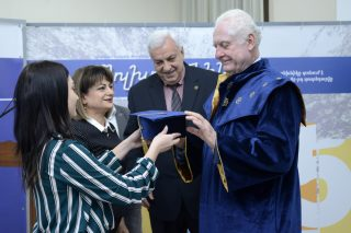 Ջեյմս Թրուշարդին շնորհվել է ՀԱՊՀ Պատվավոր դոկտորի կոչում