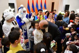 Ձեզնից յուրաքանչյուրը մեծ ապագա ունի. Արմեն Սարգսյանը հյուրընկալել է մի խումբ երեխաների