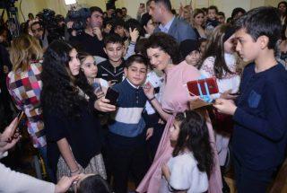 Աննա Հակոբյանը հյուրընկալել էր 7-13 տարեկան 300 մանուկների