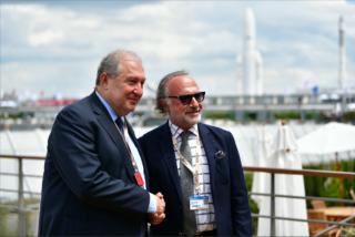 Ակնկալում ենք «Dassault systemes»-ի հետ հետազոտական կենտրոն ունենալ Հայաստանում. նախագահը հանդիպել է «Dassault Group»-ի ղեկավար Օլիվիե Դասոյի հետ