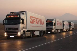 Հայկական դեղձով բեռնված հայկական բեռնատարերը դուրս են եկել Վերին Լարսի անցակետից