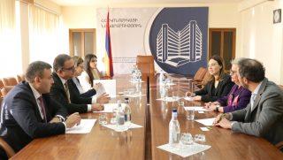 Տիգրան Խաչատրյանը հանդիպել է Հայաստանում ԵՄ դեսպան Անդրեա Վիկտորինին