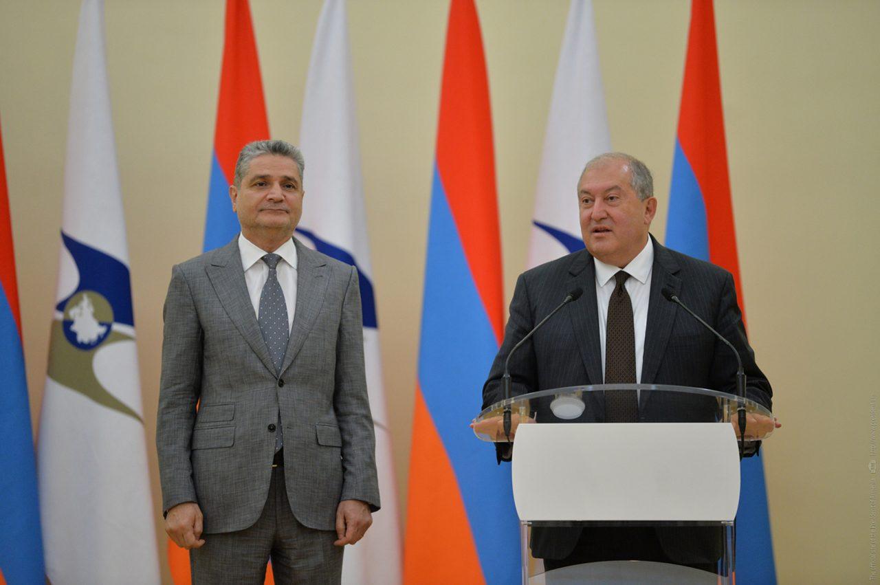 Դուք փայլուն ձևով եք ներկայացրել Հայաստանը. նախագահ Արմեն Սարգսյանը շնորհավորել է ԵԱՏՄ զարգացման գործում ունեցած ավանդի համար պարգևատրված գործիչներին