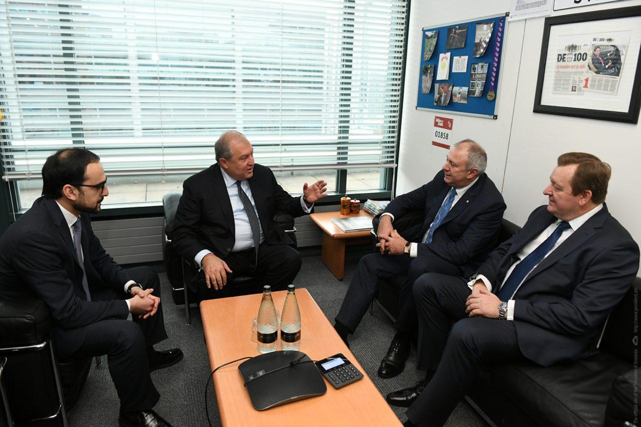 Նախագահ Սարգսյանը ՎԶԵԲ-ի գագաթնաժողովի շրջանակում հանդիպել է Բելառուսի վարչապետի հետ