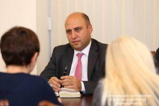 Բագրատ Բադալյանը ԵՆԲ ներկայացուցիչների հետ քննարկել է ճանապարհաշինական ծրագրերի ընթացքը