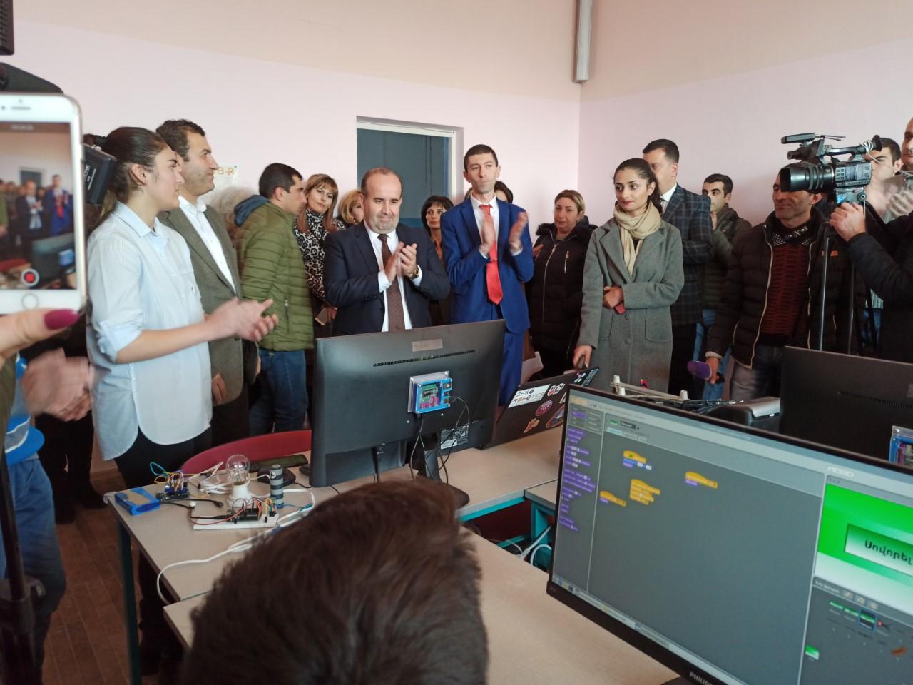 Դեկտեմբերի 7-ից Շիրակի մարզի բոլոր դպրոցներում կան «Արմաթ» լաբորատորիաներ