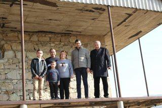 Վիվասել-ՄՏՍ. Կիսաքանդ, հողե շինությունից՝ նոր կառուցված տուն