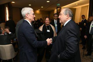 Արմեն Սարգսյանը Դավոսում հանդիպել է Apple ընկերության գլխավոր գործադիր տնօրեն Թիմ Քուքի հետ