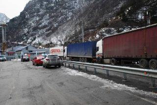 Լարսը բաց է բոլոր տրանսպորտային միջոցների համար. ռուսական կողմում կա կուտակված մոտ 1000 բեռնատար