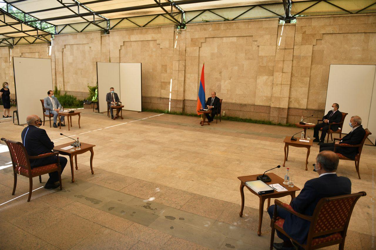 Արմեն Սարգսյանը հանդիպում է ունեցել մի խումբ գործարարների հետ