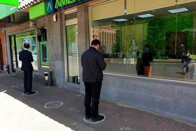 Արթուր Ջավադյան. Բանկերի մոտ հերթերը կարգավորվում են հակահամաճարակային կանոններին համապատասխան