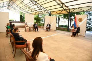 Արմեն Սարգսյանը հանդիպել է զբոսաշրջության ոլորտի մի խումբ ընկերությունների ղեկավարների հետ