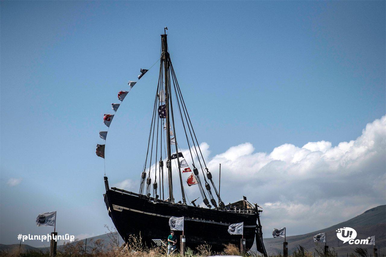 Ucom Թևութիկունք. Սևանի ափին՝ Արտանիշ լեռան ստորոտին գտնվող «Պորտ Այաս» նավահանգիստ