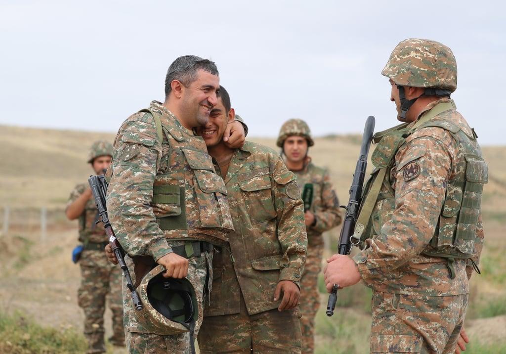 Ցուցաբերած արիության և սխրագործությունների համար պարգևատրման են ներկայացվել ԶՈւ մի խումբ զինծառայողներ