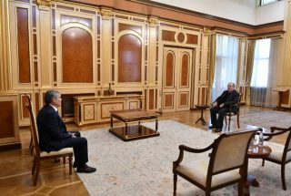 ՀՀ նախագահը հանդիպում է ունեցել «Հանրապետություն» կուսակցության նախագահ Արամ Սարգսյանի հետ