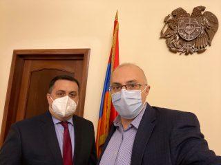 ԱՄԷ-ում ՀՀ դեսպանը համահայկական հիմնադրամին է փոխանցել հայ համայնքի կողմից հավաքված գումարը