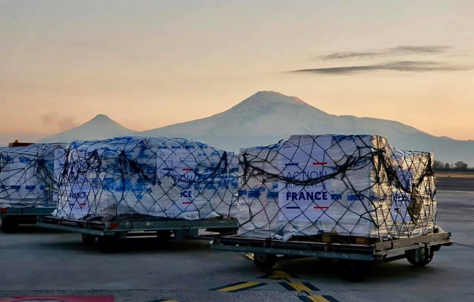 Երևան է հասել Ֆրանսիայի նախագահի կողմից հայտարարված մարդասիրական օգնության առաջին խմբաքանակը