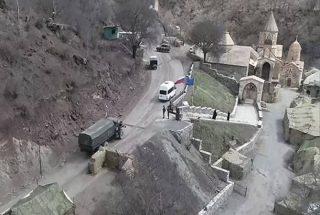 ՌԴ ՊՆ. Հայ ուխտավորները ռուս խաղաղապահների ուղեկցությամբ այցելել են Դադիվանք և Ամարաս վանական համալիրներ